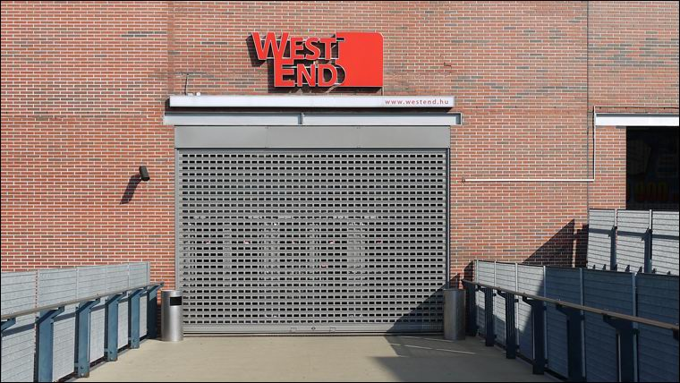 Motoros működtetésű ablakos sávredőny a WestEnd City Centerben