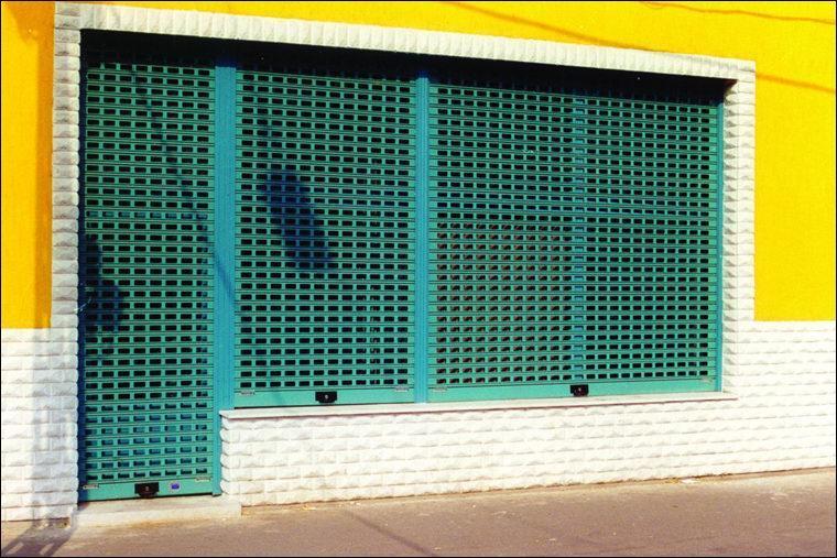 Ablakos sávredőny kiváló szellőzés, jó beláthatóság és kimagasló vagyonvédelem